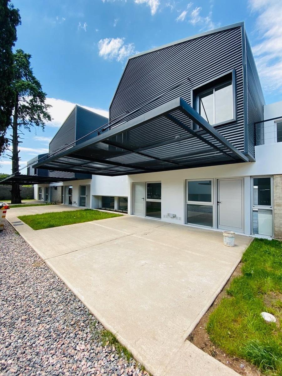 dúplex en venta 3 dormitorios housing los boulevares
