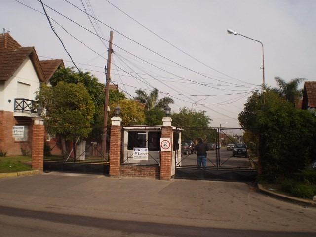 duplex en venta de 4 ambientes en barrio los robles -burzaco