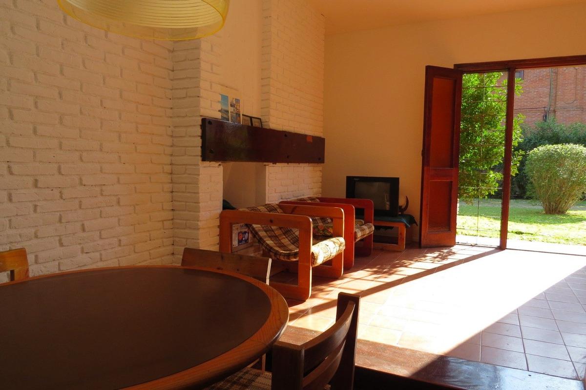 duplex en venta en pinamar-4 ambientes-240 m2-cochera+patio+jardin-se entre con o sin refaccion