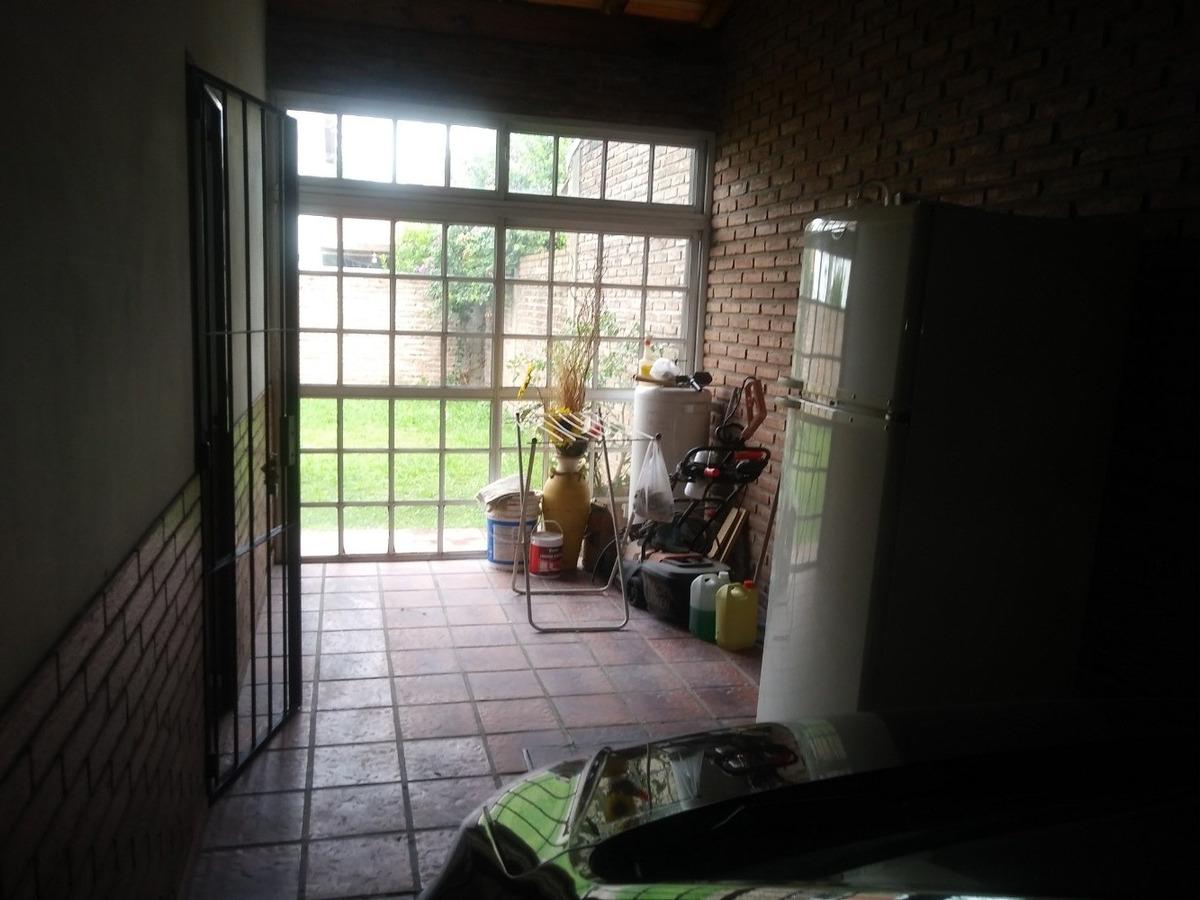 duplex. fondo. garage. aire acondicionado. rejas y mosquiter