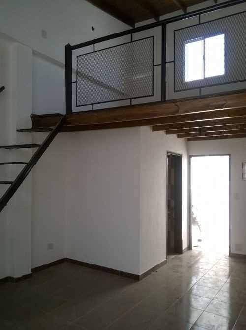 duplex interno de 2 ambientes con patio. sin expensas