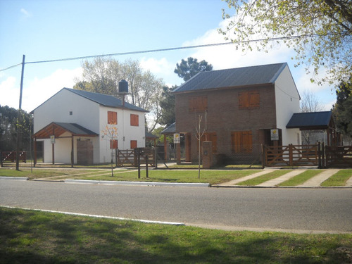 duplex para 6 personas , asfalto , jardin y cochera techada