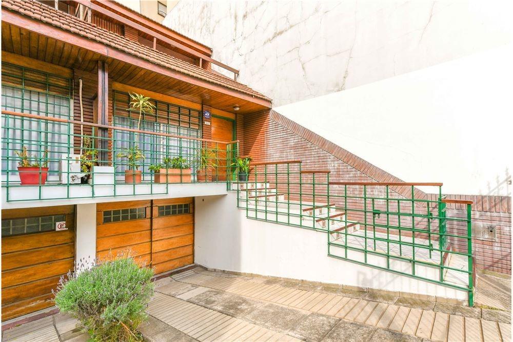 duplex tipo casa 4amb  doble cochera patio
