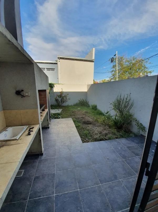 duplex venta 2 dormitorios, 2 baños y parrilla -terreno 100 mts 2 -estrenar - san carlos