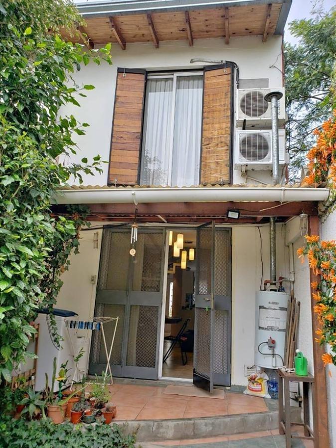 duplex venta -2 dormitorios , baño y 2 patios- 75 mts 2 -apto banco- tolosa
