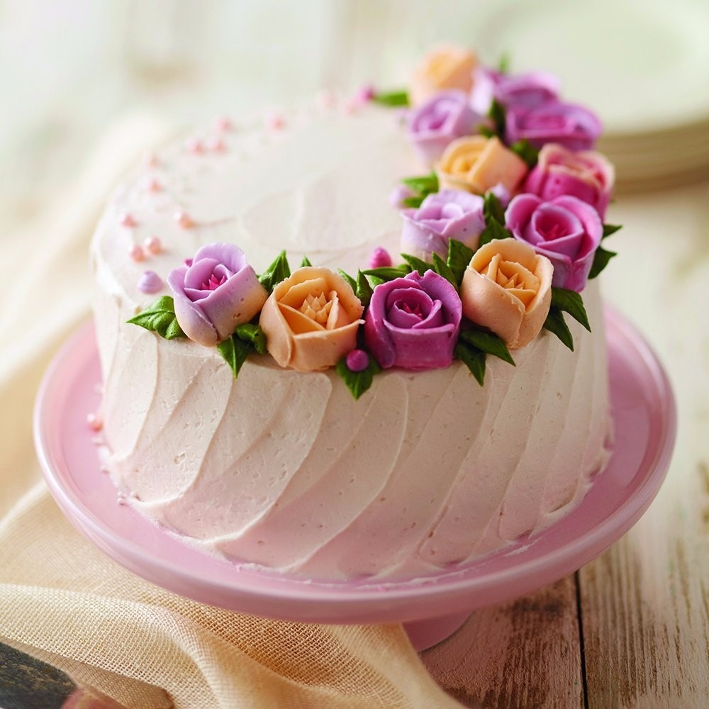 Piping A Rose Cake