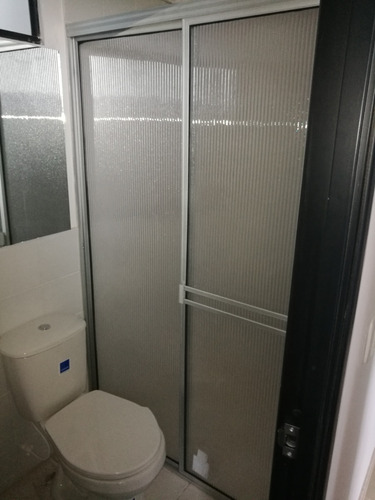 dvisiones de baño y todo lo relacionado en vidrio