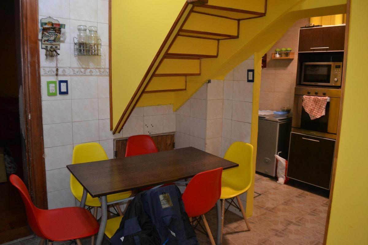 e. carriego 900- casa ex-municipal de 4 amb en flores - quincho - parrilla - escritorio - excelente estado