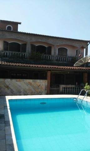 edicula 03 dormitórios e piscina bem pertinho do mar (232)