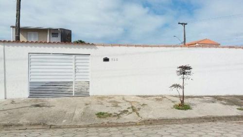 edícula no bairro belas artes, em itanhaém