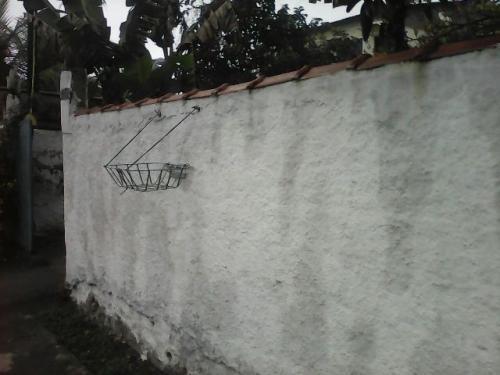 edícula no jardim tropical, em itanhaém