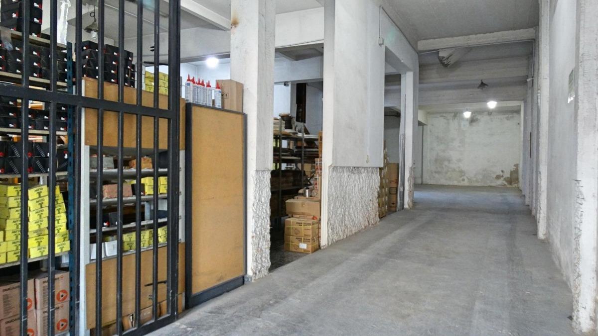 edificio comercial con vivienda