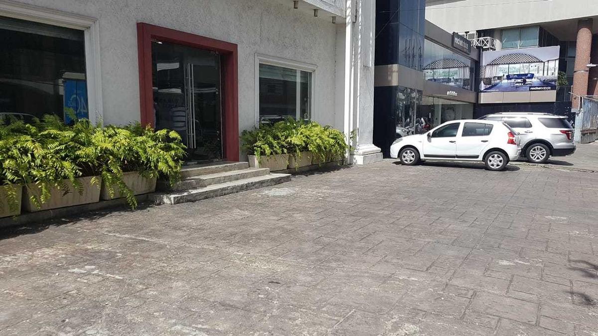 edificio comercial de 3 niveles en naco