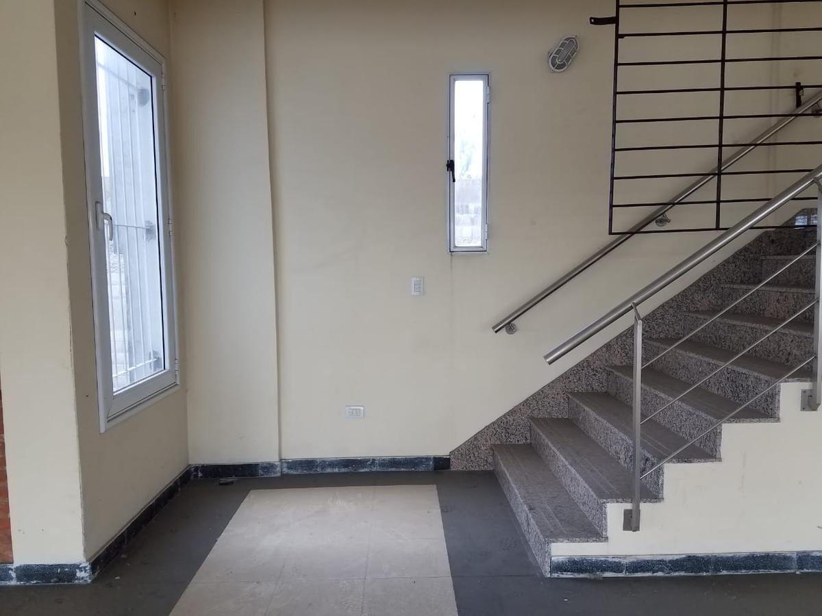 edificio comercial de 3 pisos sobre colectora oeste ramal escobar