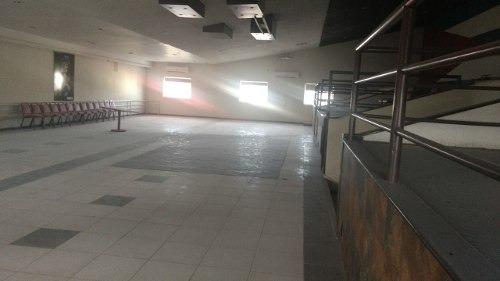 edificio comercial en esquina en el centro sector mercado.