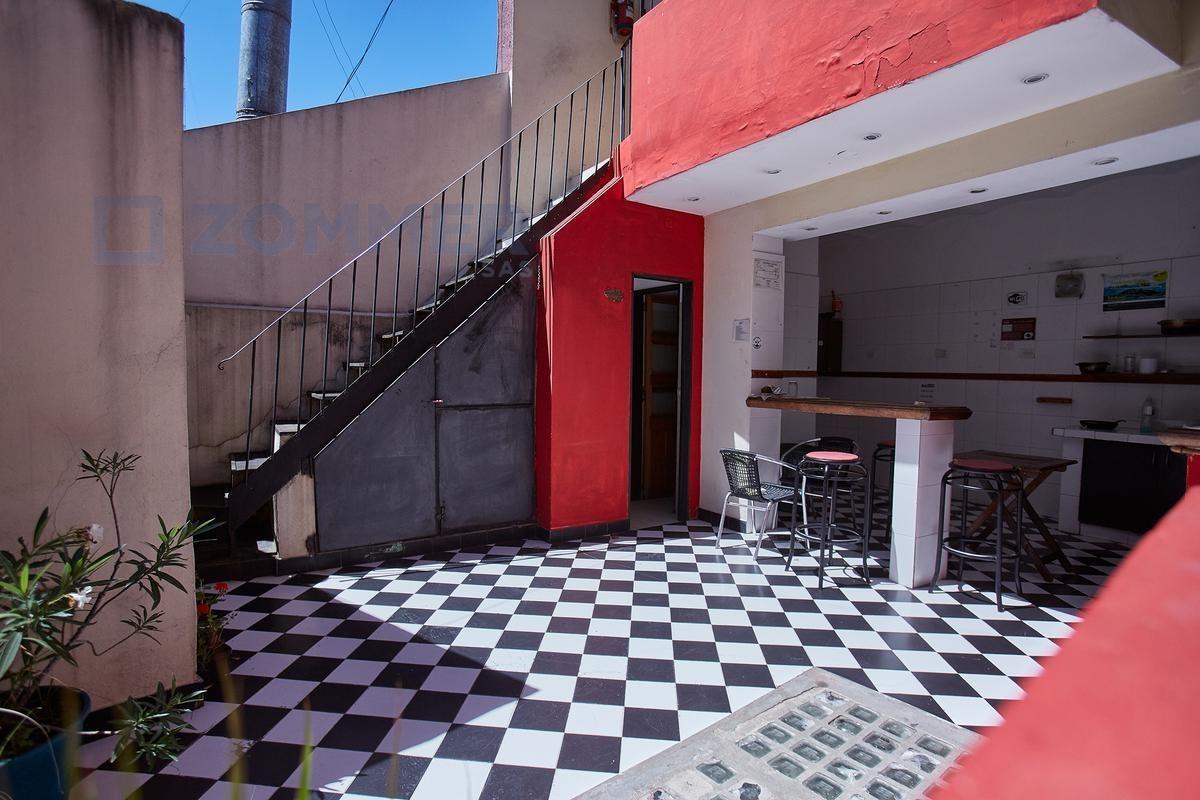 edificio comercial - parrilla y hostel en corazon de san telmo