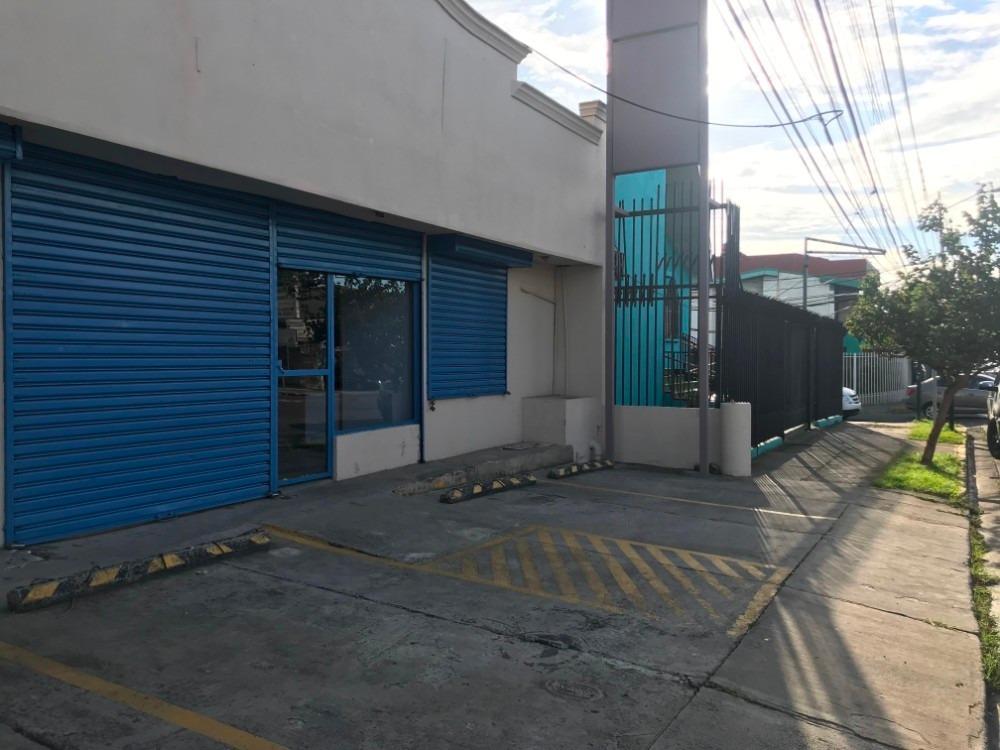 edificio comercial y/o oficinas en calle principal cerca emb