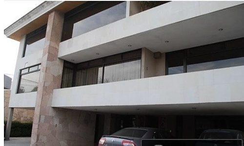 edificio con 3 departamentos u oficinas novelistas!