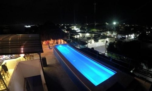 edificio con 30 estudios alberca palapa bar playa del carmen p2600