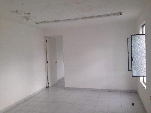 edificio con amplios locales en renta en la calle 58 centro de mérida, ideales para  oficinas, hosta