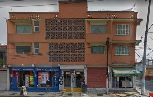 edificio con deptos y locales comerciales de remate