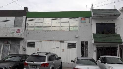 edificio con excelente ubicacion