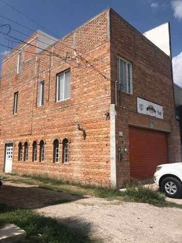 edificio con local comercial y departamento