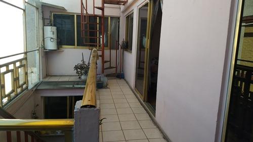 edificio: con local comercial y habitaciones para renta.