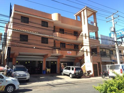 edificio con restaurante en operación y 24 aparta estudio