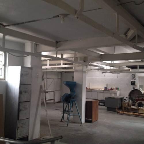 edificio con uso de suelo industrial de 3 niveles uso industrial