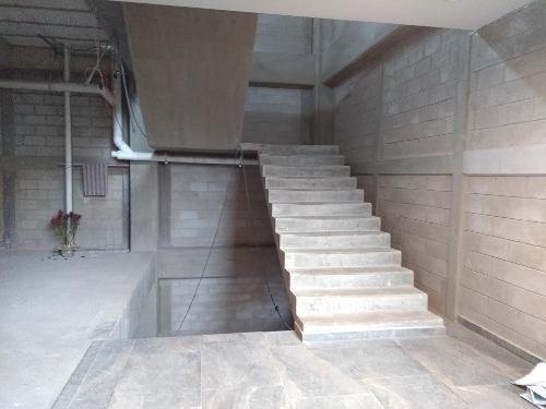 edificio cuautitlan izcalli, tres niveles.