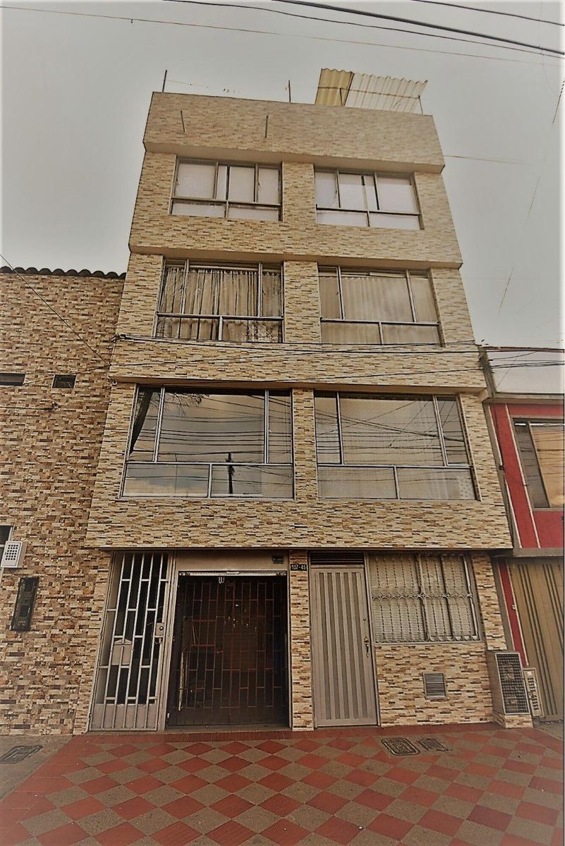 edificio de 5 pisos sobre calle 80