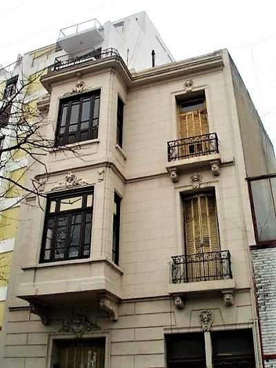 edificio de dos pisos