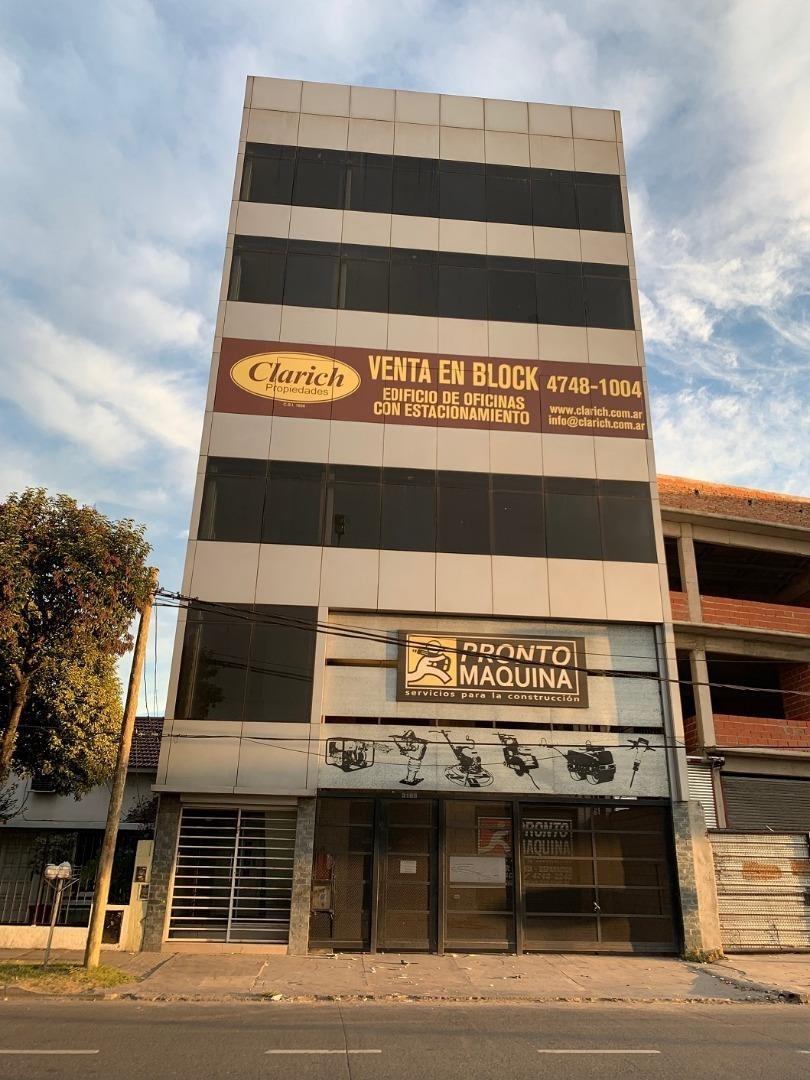 edificio de oficinas y local sobre la vía pública