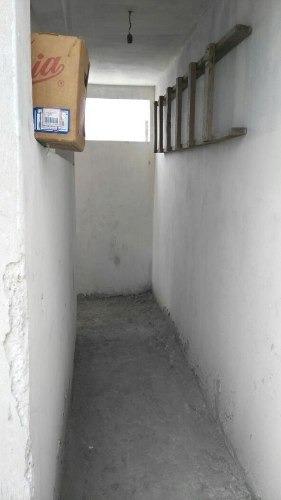 edificio deproductos y servicios con 2 accesorias
