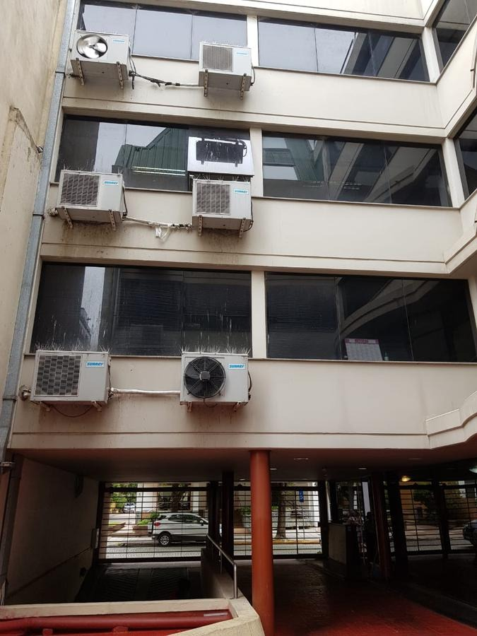 edificio en bloque con cocheras en estado impecable