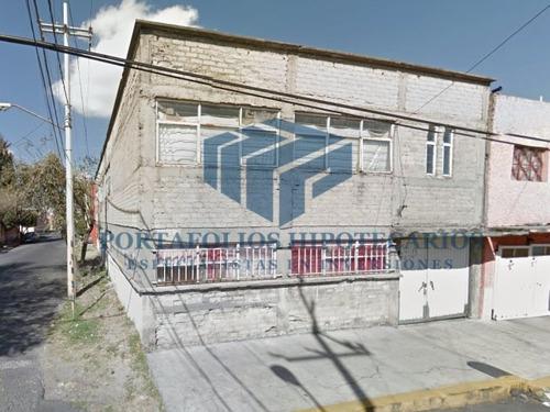 edificio en esquina de remate para inversionistas