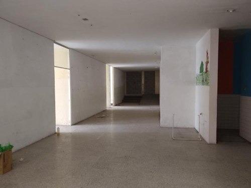 edificio en renta en la salle
