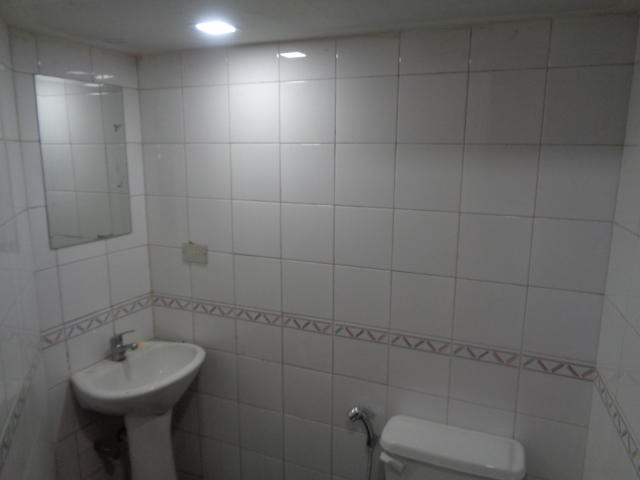 edificio en venta 4 baños y 0 puestos