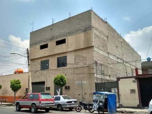 edificio en venta, para escuela, salón de fiestas, bodega adecuarlo para departamentos, etc.