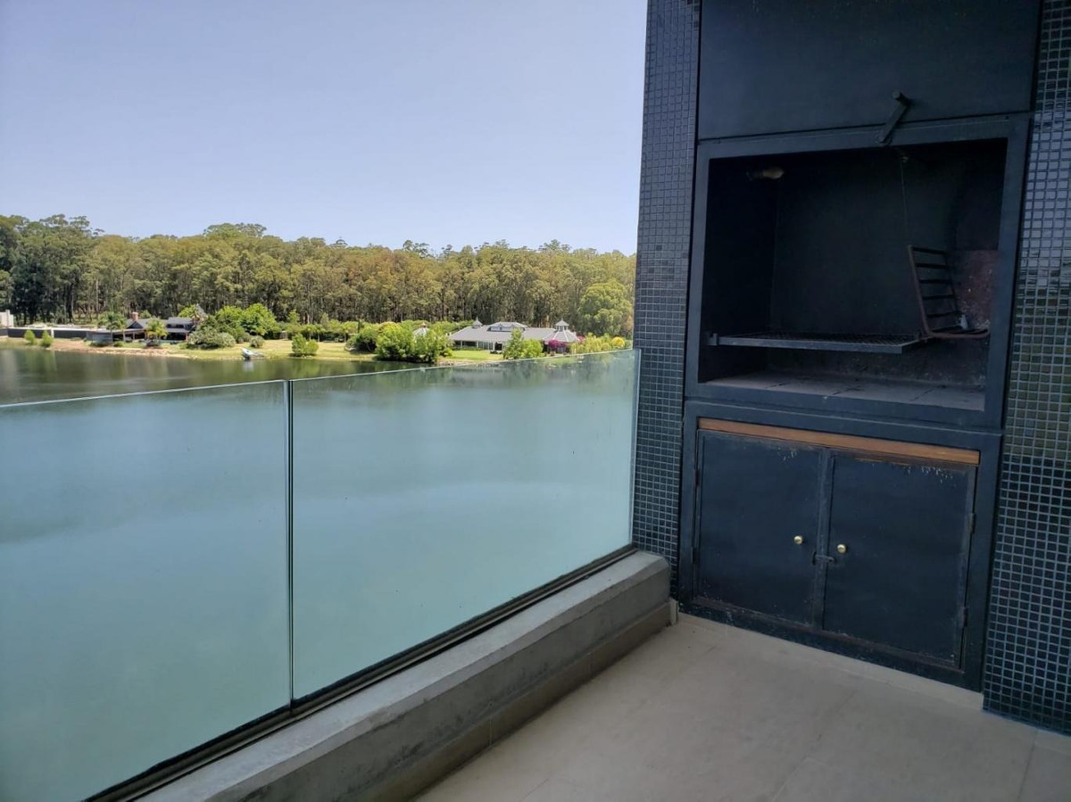 edificio lago mayor, hermosas vistas, 2 dormitorios, 2 baños, garaje.