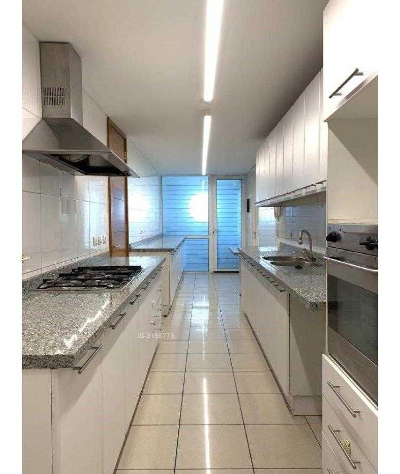 edificio moderno y seguro en el corazón del barrio el golf, amplio y luminoso ideal para familia y expats