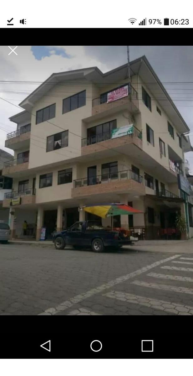 edificio rentero 4 pisos esquinero al terminal gualaquiza