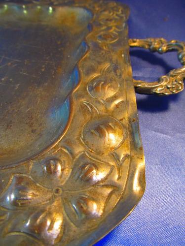 el arcon antigua bandeja de metal con asas labrada 37053