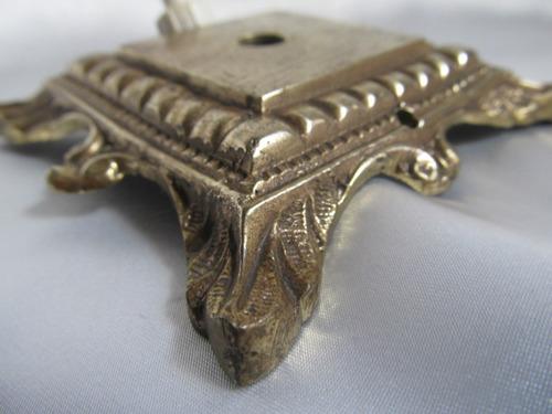el arcon antigua base de bronce trabajada para velador 1139