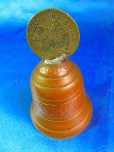 el arcon antigua campana de cobre c/moneda 1933 8,5cm 12058