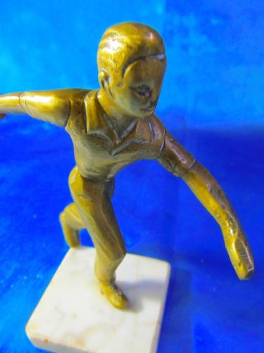 el arcon antigua figura de bronce jugador de bochas 18062