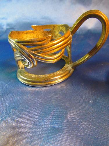 el arcon antiguo par de portatazas de metal trabajado  37064