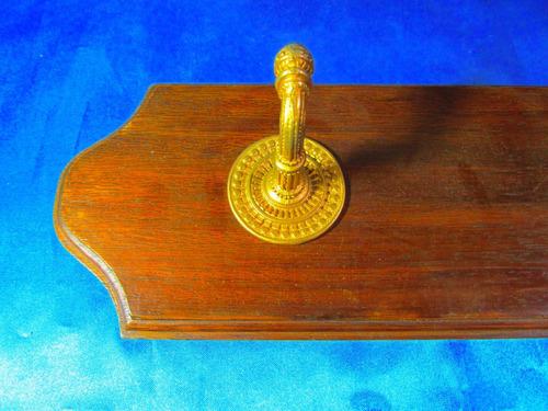 el arcon antiguo perchero de madera y bronce labrado 18071