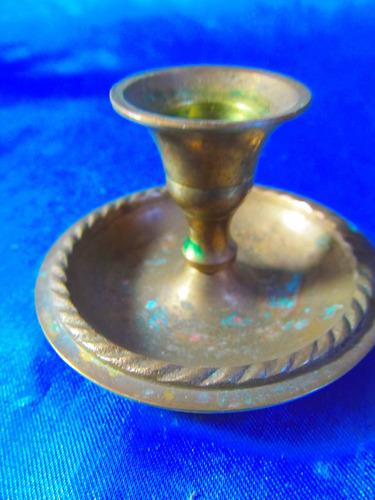 el arcon antiguo portavela chico de bronce labrado 18074
